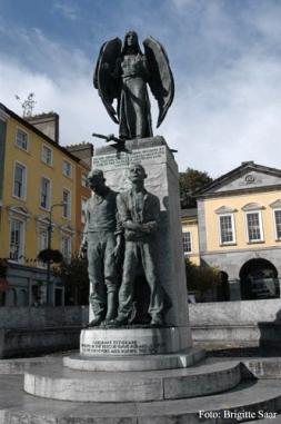 Das Lusitania-Denkmal erinnert an eine mit Cobh viel stärker verbundene, weltweit aber weniger bekannte Tragödie.
