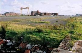 Die ganze Fläche bis zu den Gebäuden im Hintergrund war einst mit den Helgen für die Olympic und Titanic verbaut.