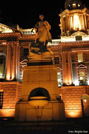 Das Titanic-Denkmal vor der City Hall.