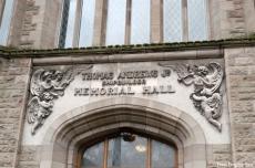 Inschrift über der Tür.