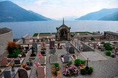 Der Friedhof in Brissago, direkt am Lago Maggiore.