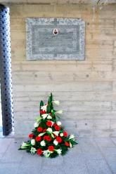 Die Gedenktafel hängt nun sicher und an einem überaus würdigen Platz auf dem neuen Friedhof von Brissago.