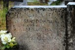 In der Mitte die Grabinschrift für Ivan Jalševac.