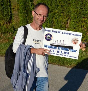 Wir hatten sogar unsere eigene Reisetafel - im gleichen Motiv gab es auch T-Shirts für alle Teilnehmer.