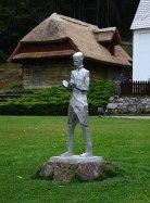 Statue des irritierend schmächtigen jungen Tesla.