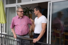 Rolf-Werner Baak mit Hotelier Thomas, der ebenfalls Titanic-interessiert ist.