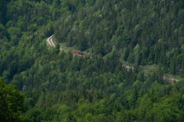 Vom See aus ist die Zahnradbahn gut zu sehen.