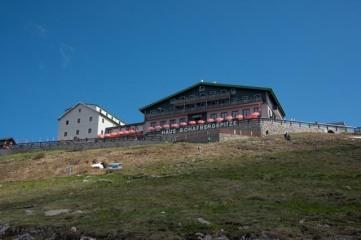Das Gasthaus auf dem Gipfel.